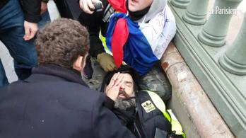 Súlyosan megsérült Párizsban a sárgamellényes tünetők egyik vezetője