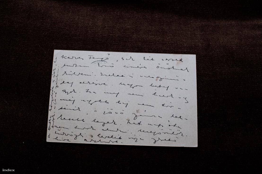 """""""Kedves Fenyő, csak két verset tudtam Ernő címére Önöknek küldeni. Ezeket is valószínűleg elkésve. Nagyon beteg vagyok. Ha meg nem halok, vagy még nagyobb baj nem történik, a jövő számra lelkesebb leszek. Hat nap óta nem tudok aludni, megőrülök."""" (1908.)"""