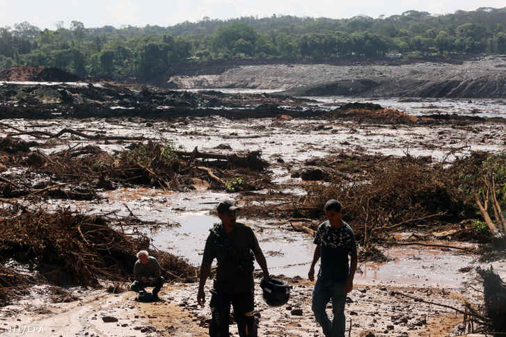 Iszappal és hordalékkal elöntött földterület a brazíliai Minas Gerais állambeli Brumadinho településen 2019. január 25-én.