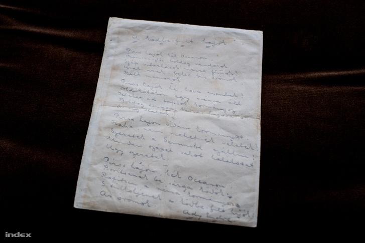 Ady Endre A ködbe-fúlt hajók című versének kézirata, amely Torontóból került vissza Magyarországra.