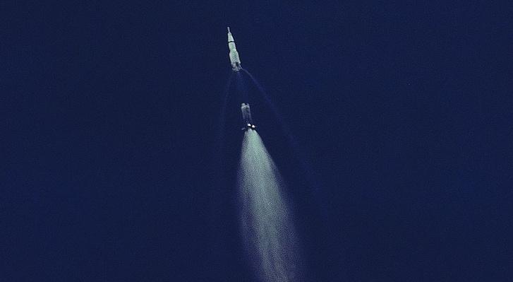 A pillanat, amikor az egyes fokozat leválik a rakétáról kábé 60 kilométeres magassában