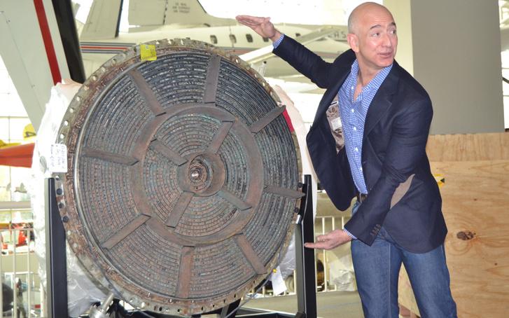 A történet főhőse, Jeff Bezos és egy F-1-es hajtóműről talált injektor