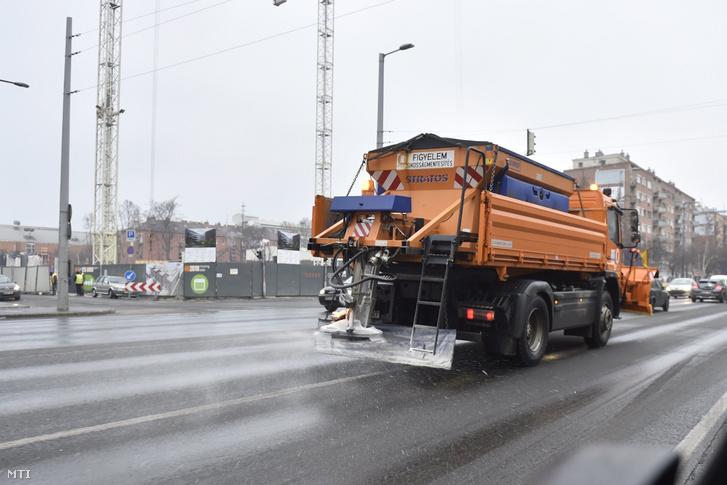Sószóró Budapesten, a Váci úton 2017. január 31-én.