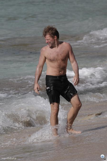 Jon Bon Jovi Saint Barthélemy szigetének strandján