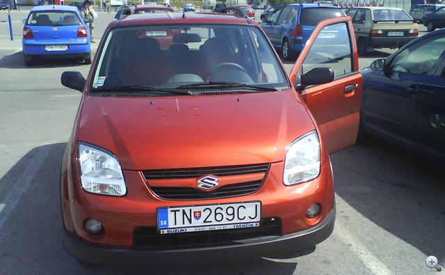 Ő tényleg szlovák. Az olcsóbb autóknál nem lehet annyit fogni a szlovák rendszámmal