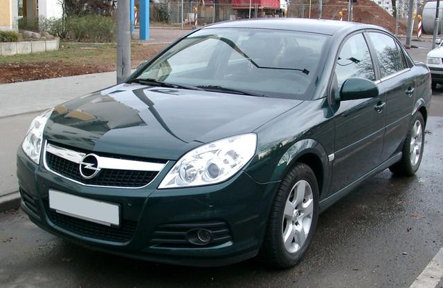 A régebbi Opelnek, mint minden EURO4-es motorral szerelt autónak, sokkal magasabb a regisztrációs adója, mint az újabbaknak