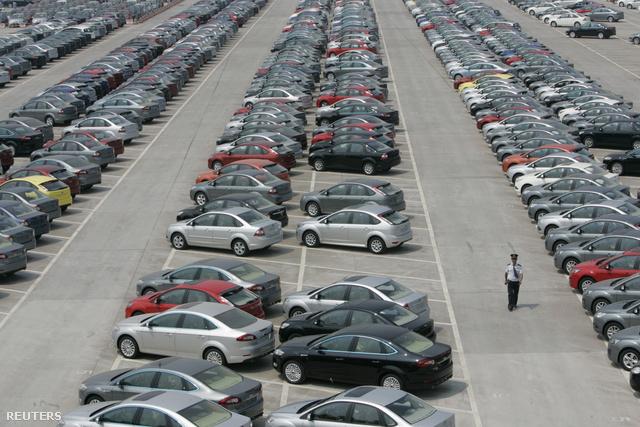 Sőt, pár napja áll az új autók regisztrációja is