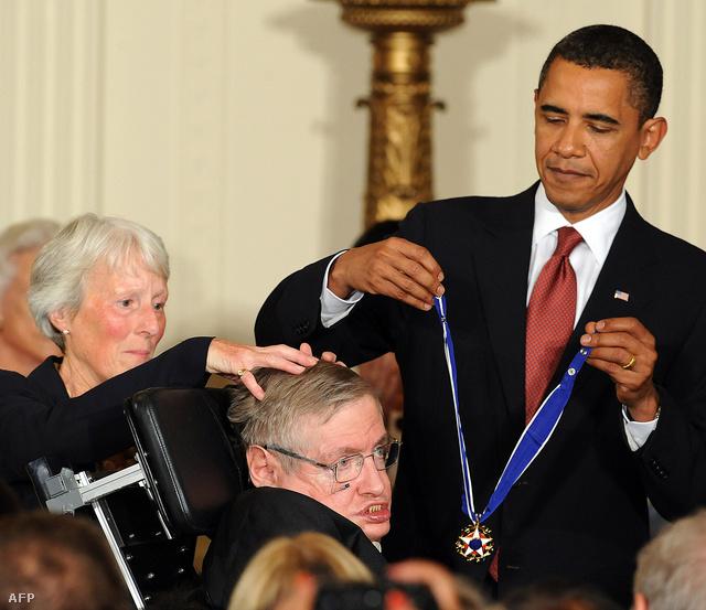 Barack Obama, az Egyesült Államok elnöke a Szabadság-medállal tüntette ki 2009-ben