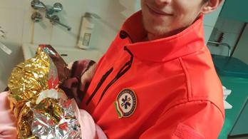 Csapatként segítettek világra egy babát a mentők