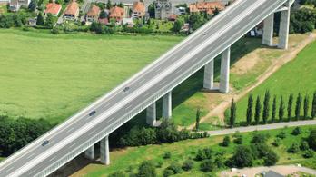 Maradhat a száguldás a német autópályákon