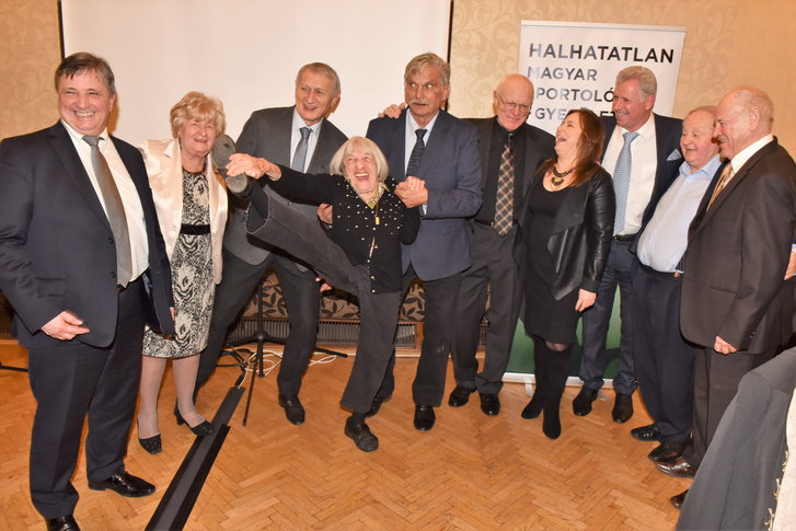 A képen lévő legendák: Magyar Zoltán, Rejtő Ildikó, Dunai Antal, Keleti Ágnes, Wichmann Tamás, Fa Nándor, Polgár Judit, Vaskuti István, Kárpáti György, Török Ferenc