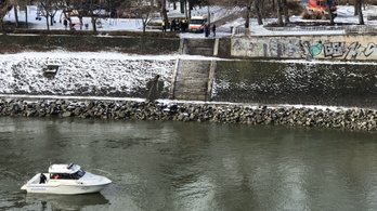 Megállt az Árpád hídon, kiszállt az autójából, majd a Dunába ugrott egy férfi