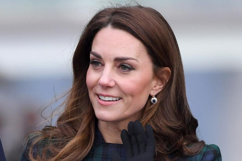 8c5cfb4f9a Katalin hercegné skót kockás ruhában ment Skóciába - 7 évvel ezelőtti  szettjét viselte újra