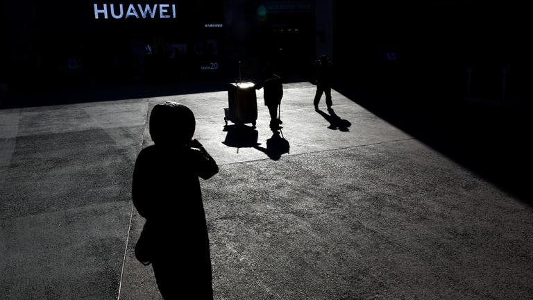 Amerika: Csal, lop és biztonsági kockázatot jelent a Huawei