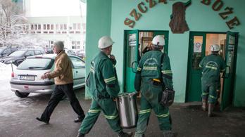 Kilenc földrengés miatt eltűnt bányászt keresnek Lengyelországban
