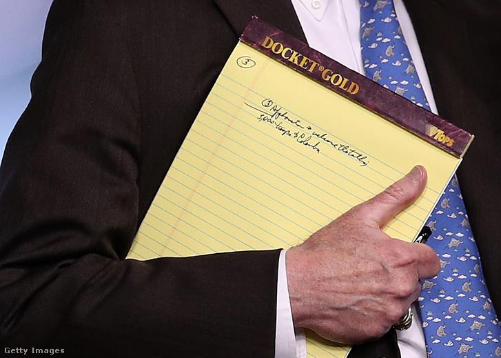 """""""Ötezer katonát Kolumbiába"""" - állt John Bolton amerikai nemzetbiztonsági tanácsadó jegyzetfüzetében"""