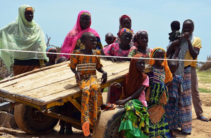 A Boko Haram elől menekülő Nigériai emberek, az UN táborában NGagam-ban, 50 km-re Nigéria határától 2017. szepmetber 10-én