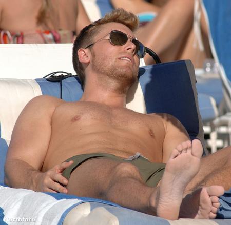 Lance Bass Miami egyik strandján ejtőzik