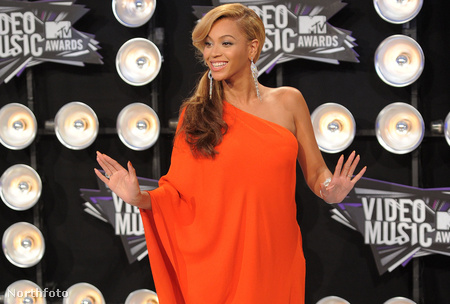 Beyoncé már tavaly augusztusban ebben a színben feszített az MTV-díjkiosztón