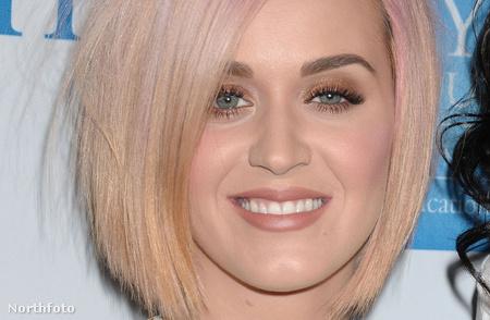 Katy Perry a zseniálisan eltalált rózsaszín-szőke hajjal