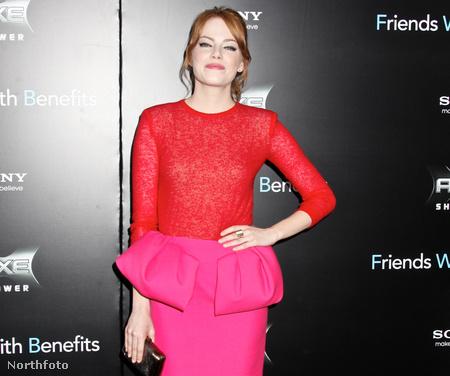 Emma Stone harmadszor kerül elő ebben a galériában, most a peplum-szoknyát mutatja be