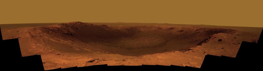 Panorámafelvétel a kráterről