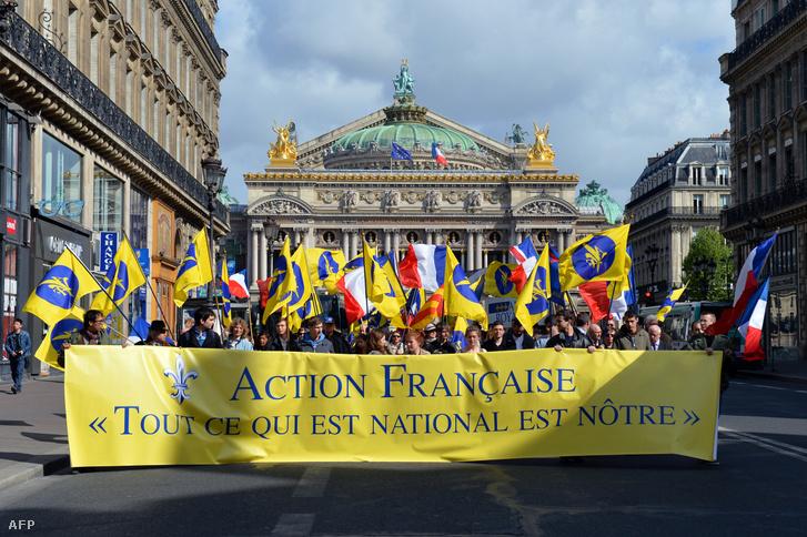 A szélsőjobboldali Action Française mozgalom tagjai vonultak utcára Jeanne d'Arc emlékére, Párizsban 2013. május 12-én