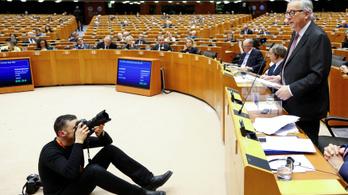 A Fideszt a szélsőjobb próbálta védeni Európával szemben – Szobrot emelnének Orbánnak