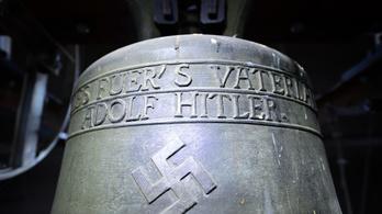 A Hitler-harang marad ott, ahol van