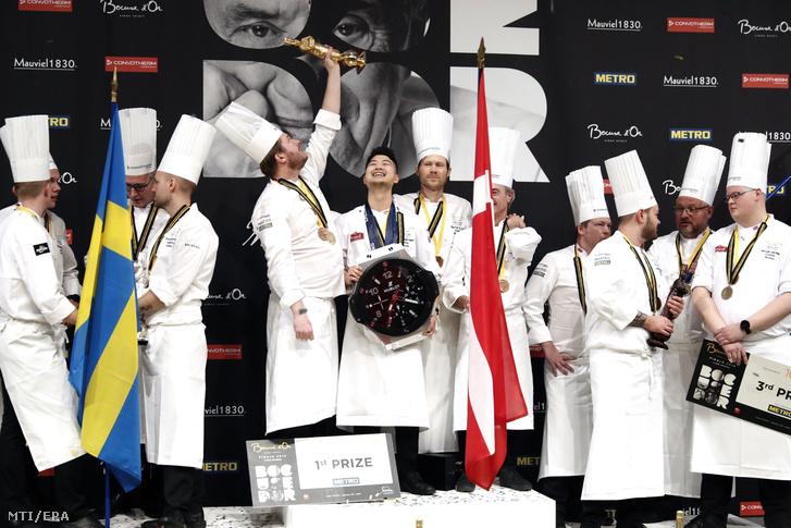 A győztes dán csapat (k), a második helyezett svéd (b) és a harmadik norvég (j) együttes a világ legrangosabb szakácsversenye, a Bocuse d'Or világdöntőjének eredményhirdetésén Lyonban 2019. január 30-án.