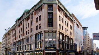 Eladták a Luxus áruház épületét az MNB alapítványai
