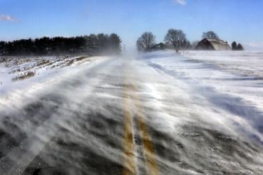 Hóátfúvás egy országúton, a Pennsylvania állambeli Mount Joy közelében 2019. január 30-án.