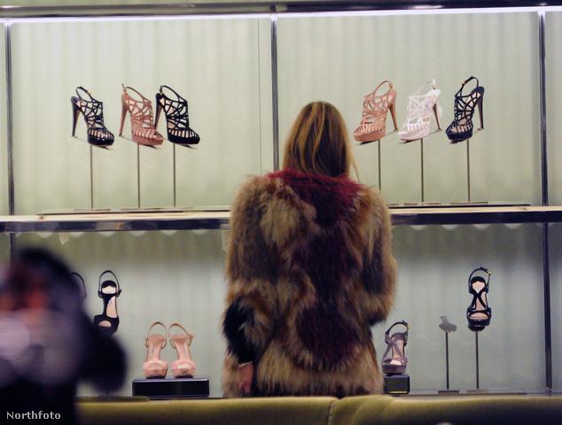 Kate Moss a Prada butikban, Bond Street, London