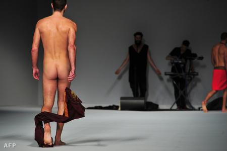 Frankie Morello 2012-2013. ősz-téli divatbemutató a milánói divathéten