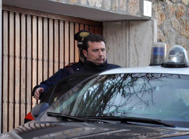 Az ügyészség gondatlanságból elkövetett emberöléssel és hajótörés előidézésével vádolja az őrizetbe vett kapitányt