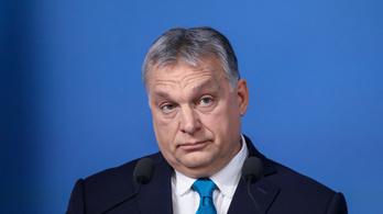 Ilyen, amikor Orbán Viktor selyemzsinórt küld