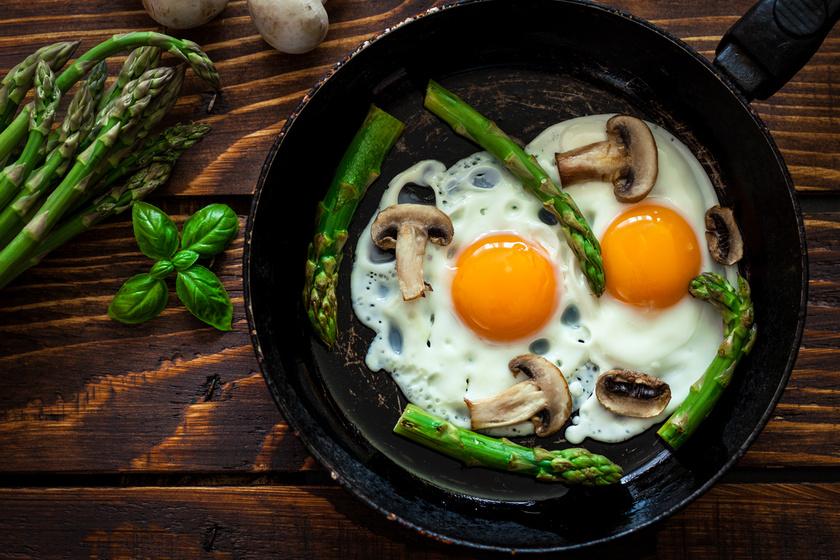 Egy kutatás alkalmával megállapították, hogy, bár a tojássárgája több B12-vitamint tartalmaz, mint a fehérje, érdemes egyben fogyasztani, mert így elegendő B2- és D-vitaminhoz is jut a szervezet.