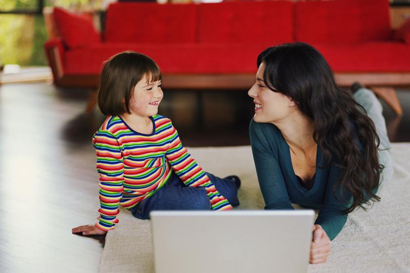 anya-gyerek-laptop