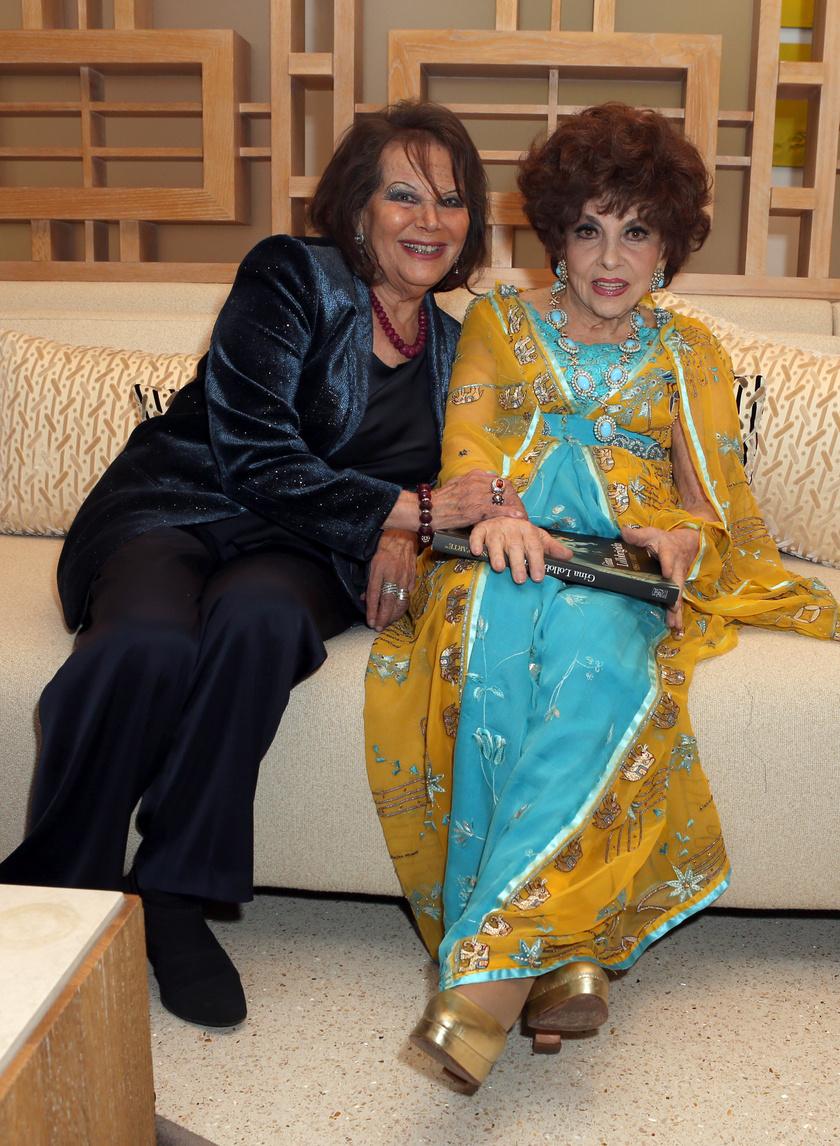 Jó együtt látni a két legendás színésznőt.