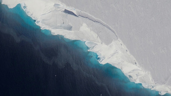 Hatalmas üreg zabálja fel az Antarktisz jegét