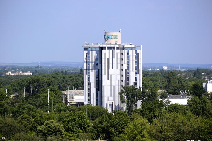 Az Expo Congress Hotel épülete a fõváros X. kerületében az Expo téren a Hungexpo főbejárata mellett.
