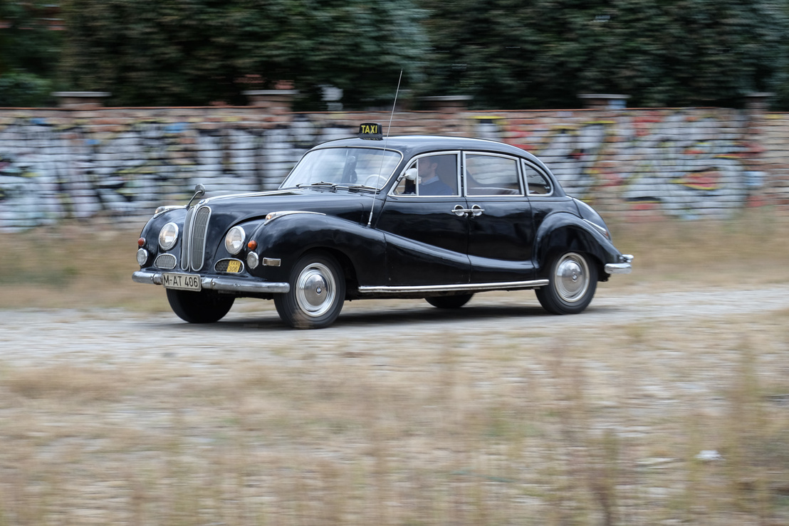 Elméletileg megfutotta akár a 160-at is, ezzel a leggyorsabb német limuzin volt a maga korában