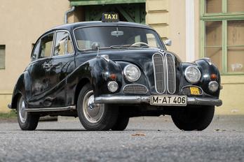 Ezért cserébe egy új BMW-t adott a gyár!