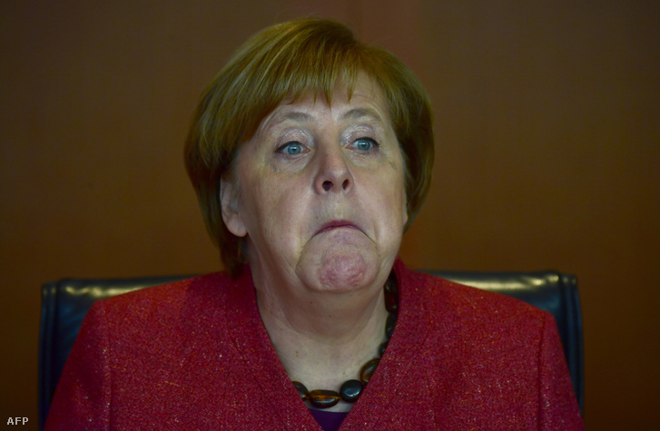 Angela Merkel grimaszt vág egy kabinet ülésen 2019. január 23-án, Berlinben