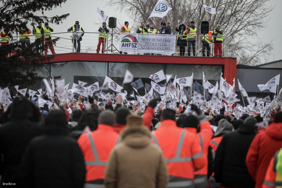 A győri ÁHFSZ sztrájkolói 2018. január 25-én