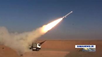 Irán a forradalom évfordulóján mutatta be új rakétáját