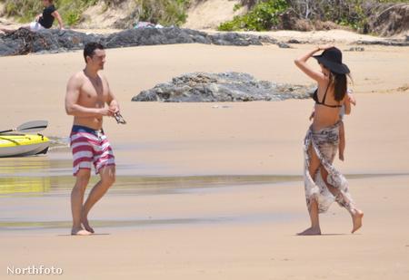 Miranda Kerr és Orlando Bloom Ausztrália Sawtell nevű strandján