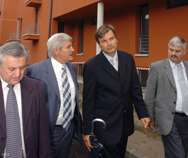 Tóth Mihály polgármester, Orosz Ferenc a kerület alpolgármestere Demszky Gábor főpolgármester és Horváth Gyula Csepel alpolgármestere 2004-ben