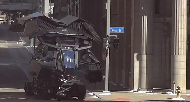 Batman repülő járgánya Gotham (a valóságban Pittsburgh) utcáin