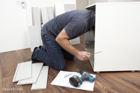 stockfresh 98959 man-assembling-flat-pack-furniture sizeM